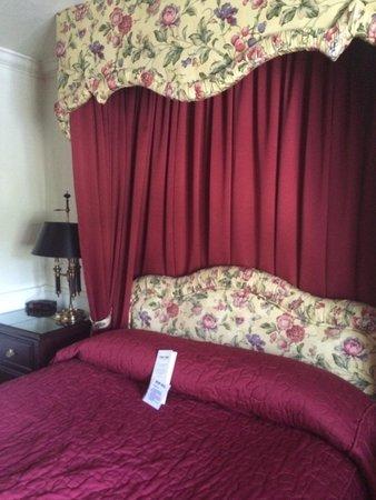 Pine Inn: 房间