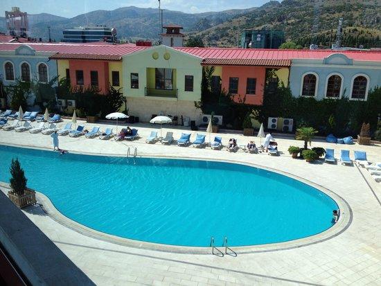 Ikbal Thermal Hotel & Spa: Piscine,vu au petit Déjeuner .