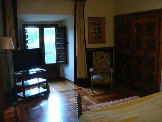 """Parador """"Hostal San Marcos"""": Saloncito de la suite"""
