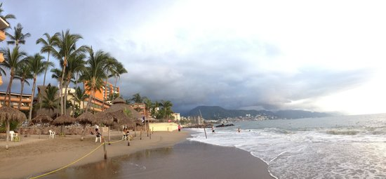 Las Palmas by the Sea: View of the hotel and beach