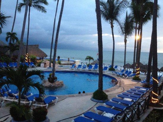 Las Palmas by the Sea: Adult Pool side