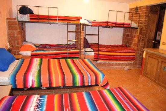 Casa de Dante Hostel : dormitorio