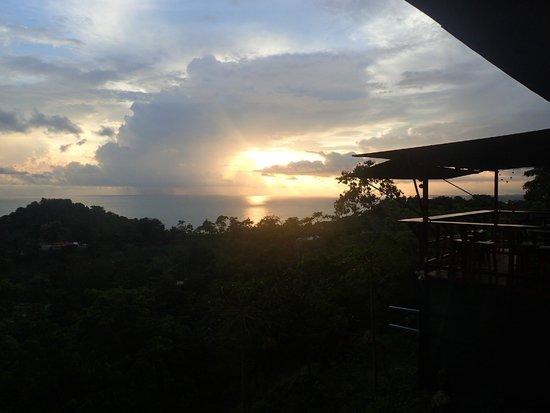 Hostel Vista Serena: sunset view from the hammock