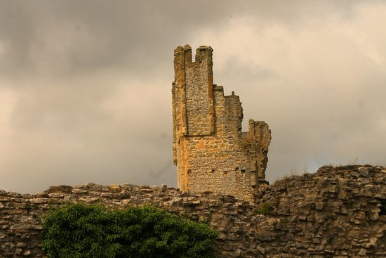Helmsley Castle: East Tower (another view)