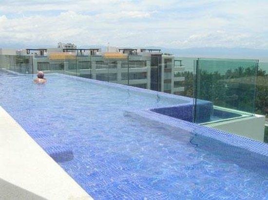 Marival Residences Luxury Resort Nuevo Vallarta: Restaurant Bar à TAPAS sur le toit avec piscine WOW
