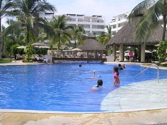 Marival Residences Luxury Resort Nuevo Vallarta: une des piscines