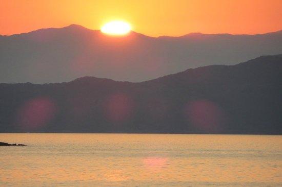 Danaos Hotel: Zonsondergang vanaf het balkon