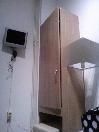 Hotel Museum Lane : Armadio + TV