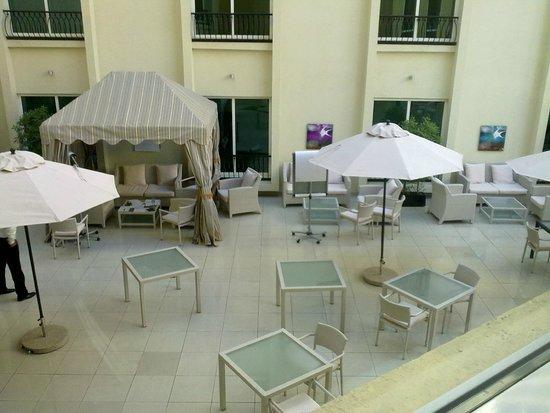 AVANI Deira Dubai Hotel: sitting area