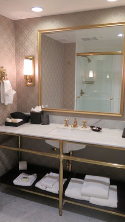 The Lancaster Hotel: Our bathroom, lots of counter space and just beautiful!