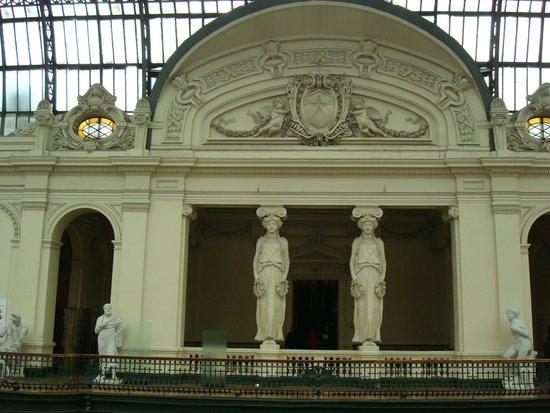 Museo Nacional de Bellas Artes: Coluna de sustentação