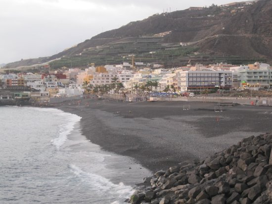 Sol La Palma Hotel by Melia : Village and ocean view from pool