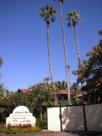 Roman Spa Hot Springs Resort: Front of hotel