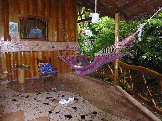Hotel La Costa de Papito: Veranda with hammock