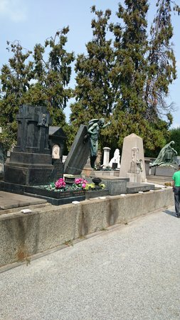 Monumental Cemetery: That's a resurrection!