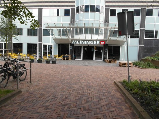 Entrance to MEININGER Hotel Amsterdam City West