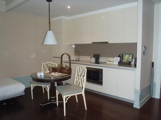 Oriental Residence Bangkok : Dining/Kitchen area
