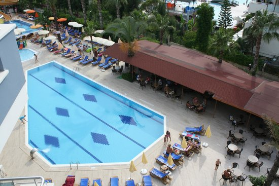 Caretta Beach Hotel: Бассейн и Бар