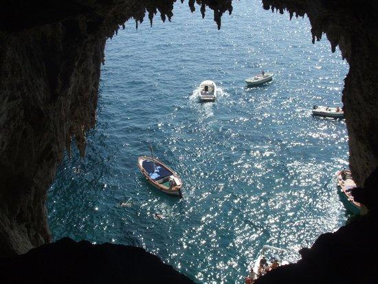 White Grotta: Riflessi dalla Grotta Bianca