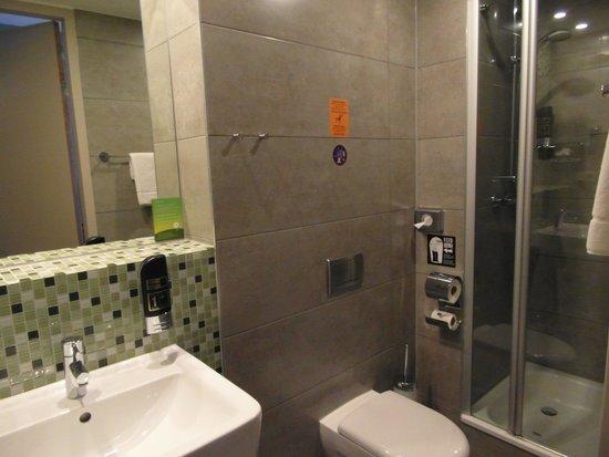 MEININGER Hotel Amsterdam City West: Bathroom