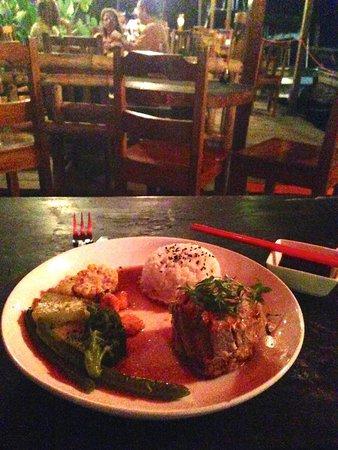 Raw Sushi + Martini Bar: Tuna steak dinner