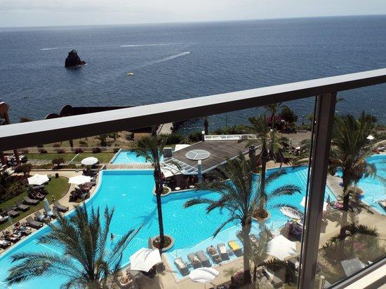 Pestana Promenade Ocean Resort Hotel : view of pool/sea from balcony
