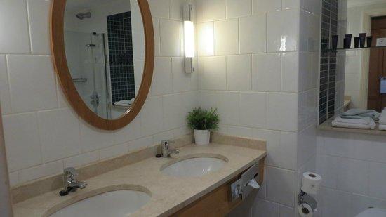 Kilkenny Ormonde Hotel: Bathroom