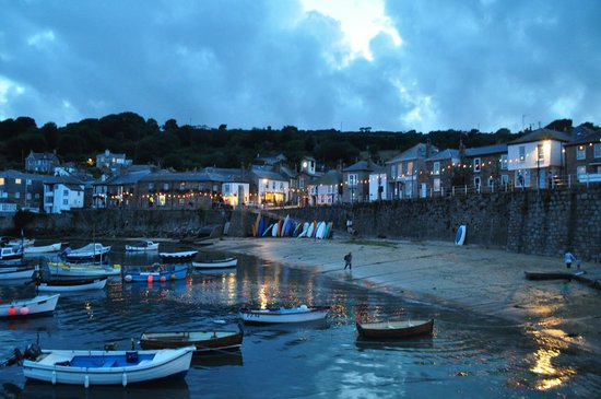 The Lamorna Cove Hotel: Mousehole Harbour at twilight