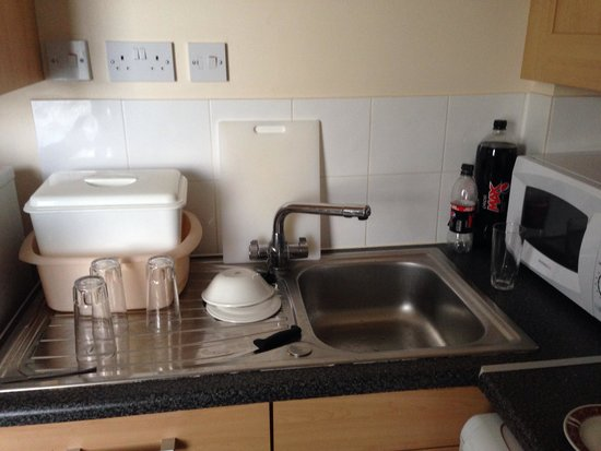 Ilfracombe Holiday Park : Sockets over the sink