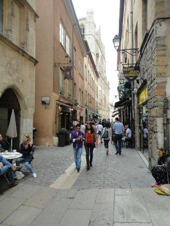 Basilique Notre Dame de Fourviere: Streets of Lyon - Fourviere