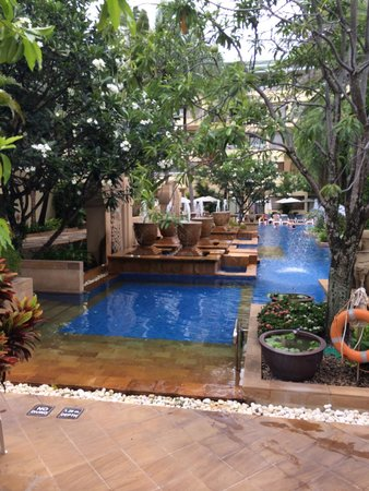 Holiday Inn Resort Phuket: Busakorn wing -love