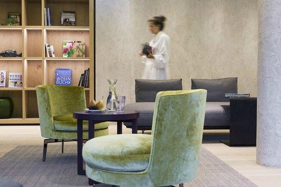 Elisabeth Hotel: Relaxlounge mit Bibliothek