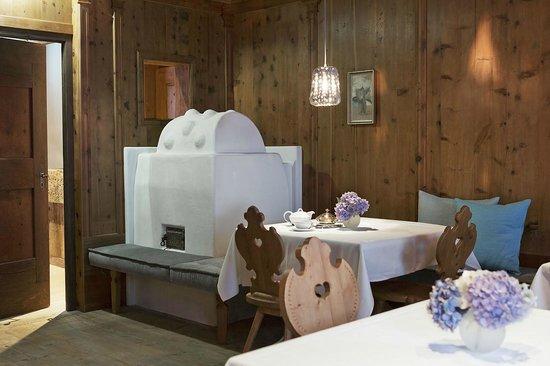 Elisabeth Hotel: Gemütliche Tiroler Stuben
