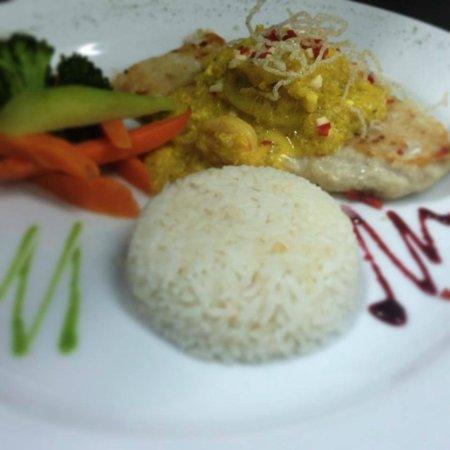 Altamar - Marisquería y Restaurante: Quinoa and fish, veggies healthy but delicious as well