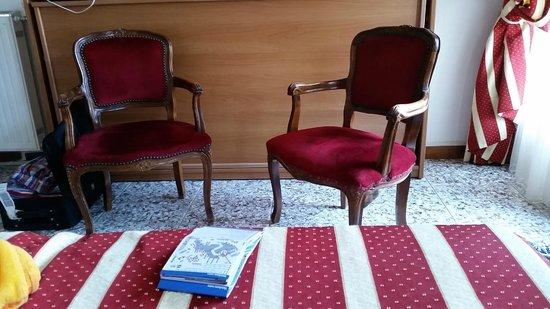Hotel  Fontana: Furniture