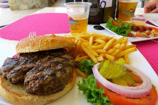 Divi Carina Bay All Inclusive Beach Resort : Burger and fries