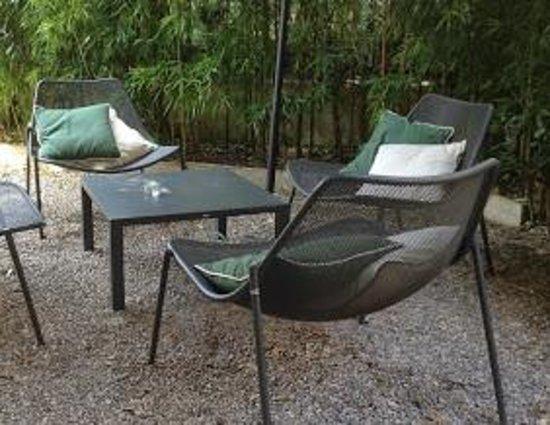 Ristorante La Mencia: relax in giardino