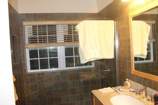 Arawak Beach Inn: salle de bain