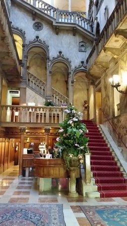 Hotel Danieli, A Luxury Collection Hotel: La meravigiosa hall di ingresso che ti lascia subito a bocca aperta....