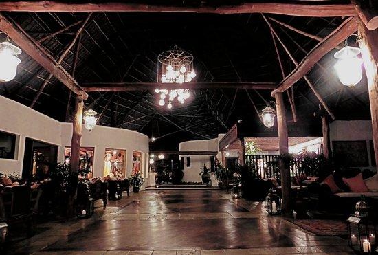 Blue Bay Village: Ingresso con reception
