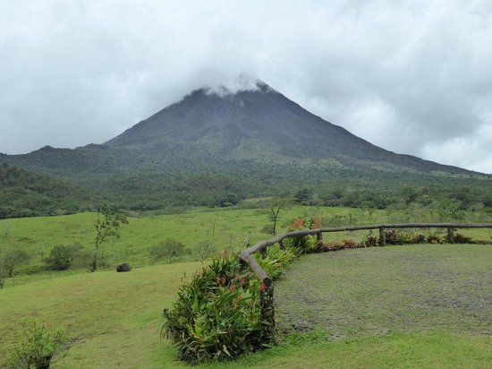 Arenal Volcano (Volcan Arenal) : Volcano view from Arenal NP