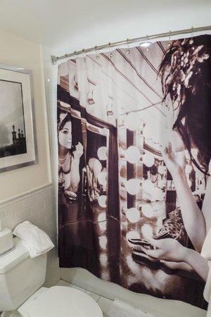 Revere Hotel Boston Common: Trendy Shower Curtain