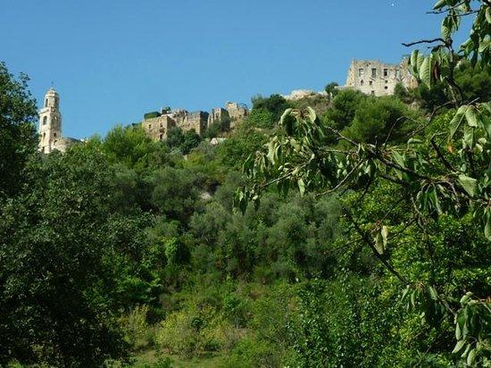 Old Bussana (Bussana Vecchia): le village perché sur la colline