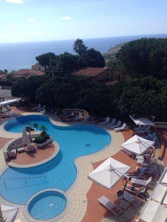 Sunshine Club Hotel Centro Benessere: La piscina nel primo pomeriggio