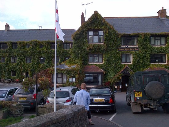 Exmoor White Horse Inn: front of hotel