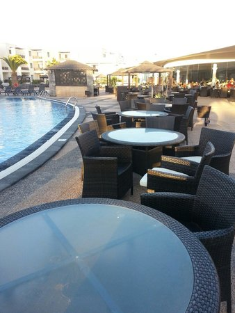 Vitalclass Lanzarote Sport & Wellness Resort: Seating by the pool