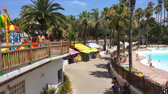Camping La Baume - Residence La Palmeraie: POOL AREA