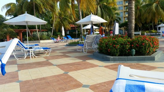 Jewel Dunn's River Beach Resort & Spa: Pool Area