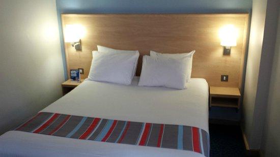 Travelodge London Central City Road : Habitación, cama