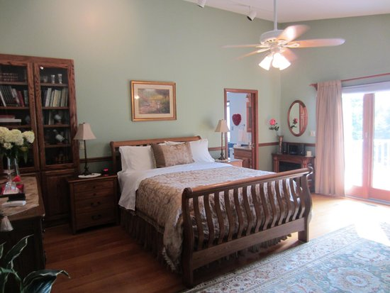 Dove Nest Bed and Breakfast: Royal Oak